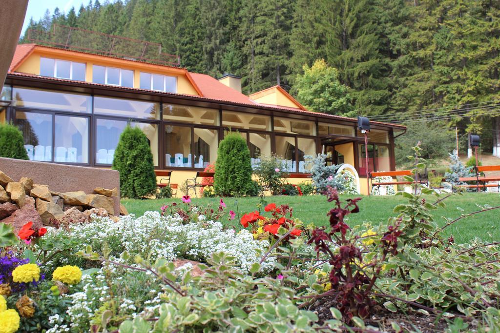 cazare la Hotel Lacu Rosu