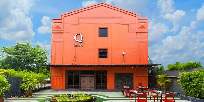 cazare la Q Hotel