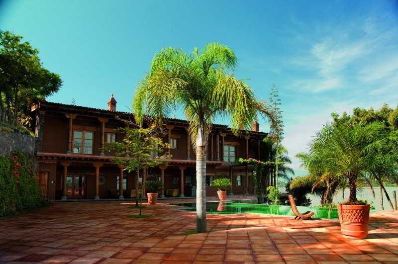 cazare la Hacienda Ucazanaztacua