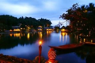 cazare la Kampung Sampireun
