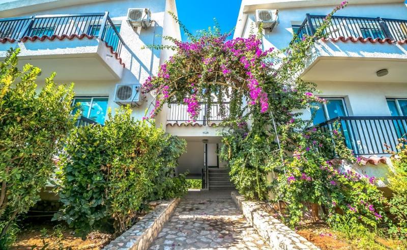 cazare la Aphelandra Hotel Apartments