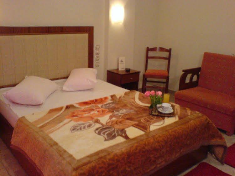 cazare la Hotel Karagianni