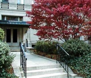 cazare la Embassy Inn