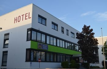 cazare la Best Western Select (12 Km From Frankfurt)