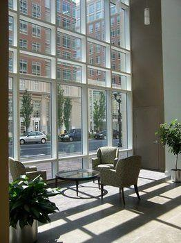 cazare la Crystal Quarters Furnished Apartments At The Gramercy