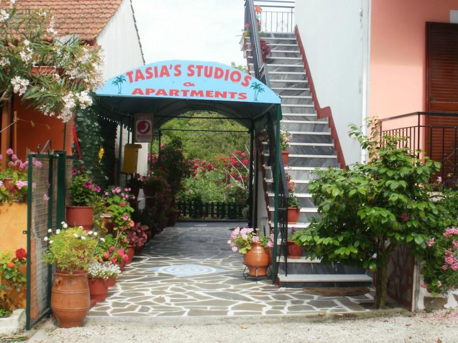 cazare la Tasias Studios