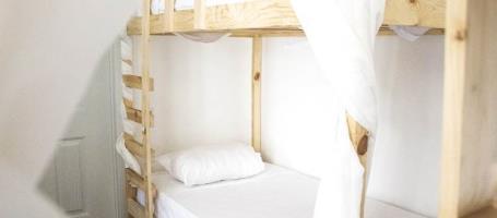 cazare la Locals Hostel & Suites