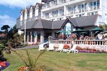 cazare la Falmouth Beach Hotel