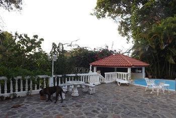 cazare la Four Bedroom Villa With Private Pool