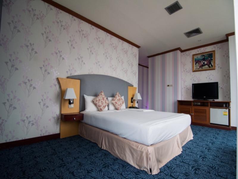 cazare la Rachaphruk Grand Hotel