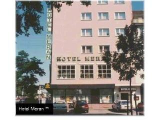 cazare la Hotel Meran  Hallenbad + Sauna