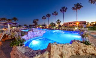 cazare la Pavlo Napa Beach Hotel