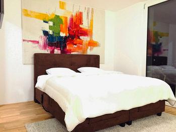 cazare la Sky9 Penthouse Apartments