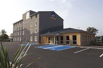 cazare la Ace Hotel Riom