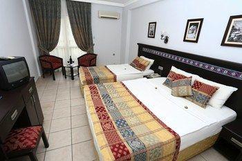 cazare la Blue Sky Hotel & Suites