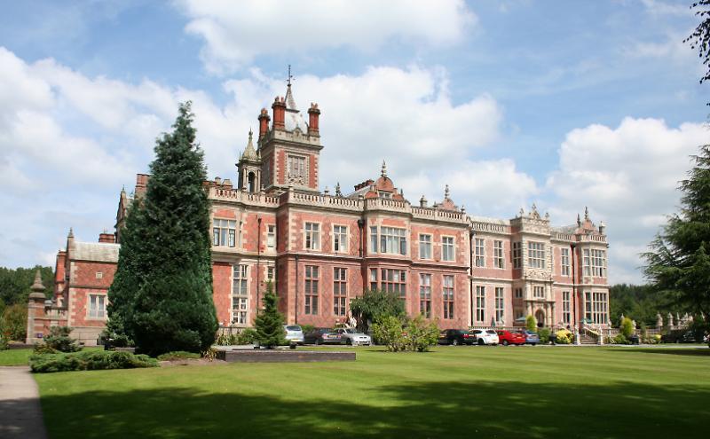 cazare la Crewe Hall
