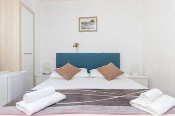 cazare la Peruzovic Rooms & Apartments
