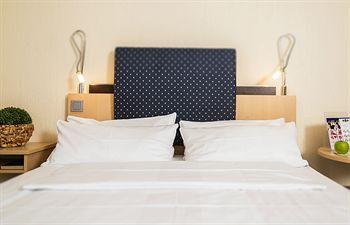 cazare la Best Western Plus Crown Hotel