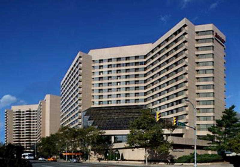 cazare la Crystal Gateway Marriott