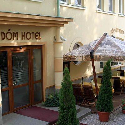 cazare la Dom Hotel