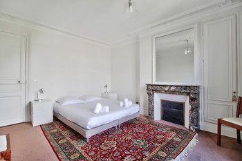 cazare la Amazing Parisian Apartment Montmartre