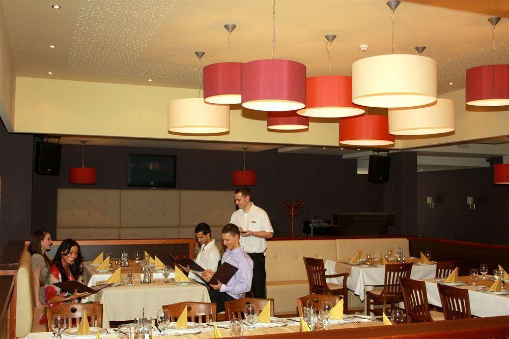 cazare la Erdőspuszta Club Hotel Fenyves