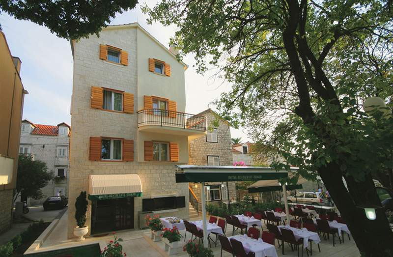 cazare la Apartments In Trogir