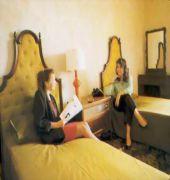 cazare la Castille Hotel