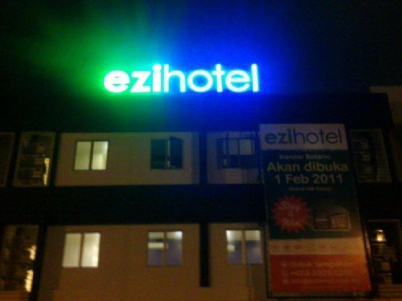 cazare la Ezi Hotel