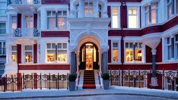 cazare la St James Hotel And Club