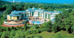 cazare la Rogner Hotel & Spa Lotus Therme