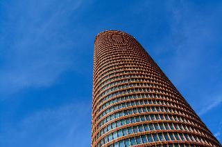 cazare la Eurostars Torre Sevilla