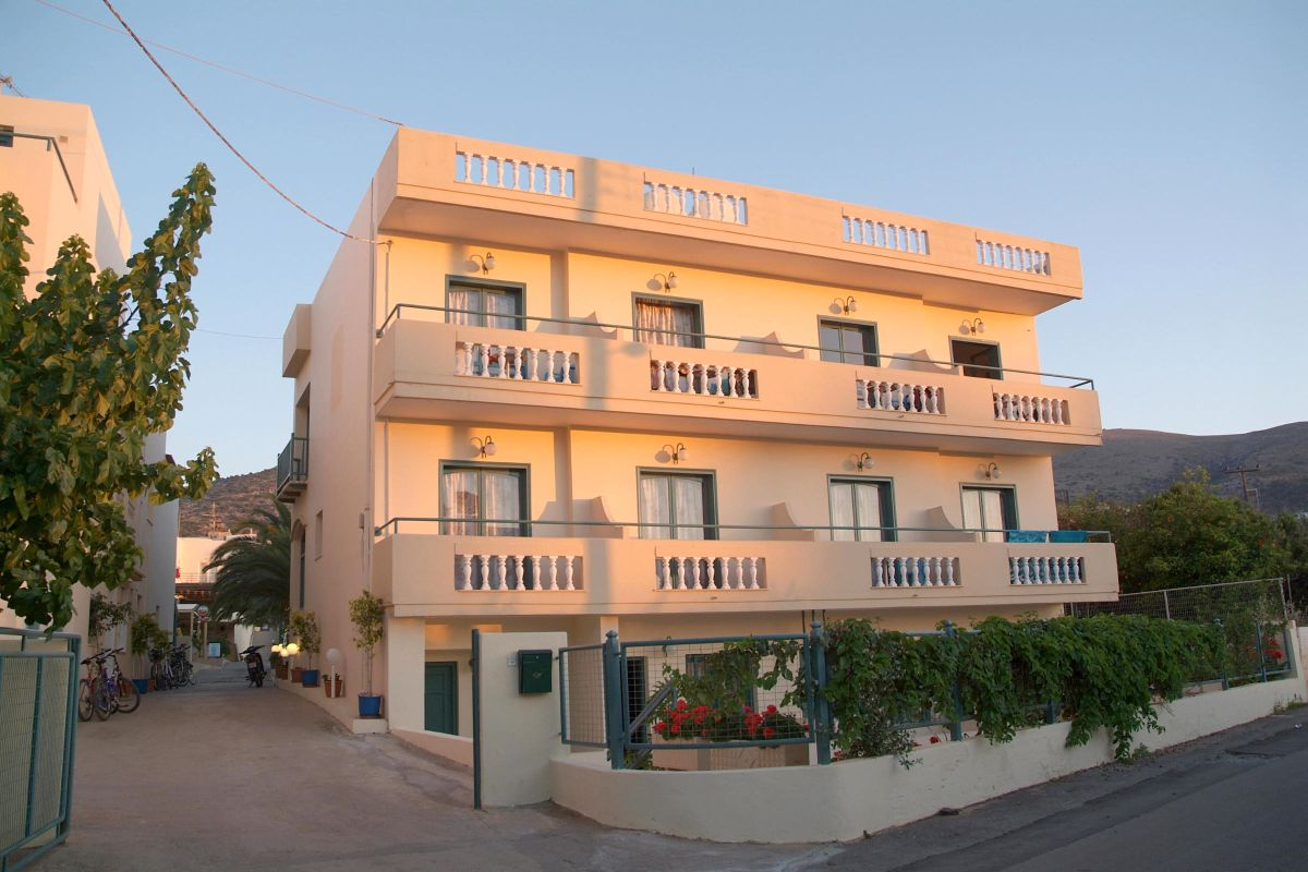 cazare la Theoni Apartments