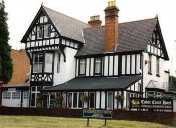 cazare la Tudor Court Hotel