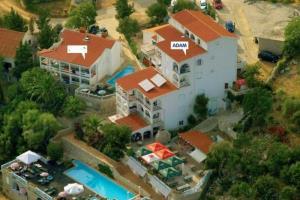 cazare la Cr100bnovalja - Apartments Macadams Tip : 2+3 - Rud 105000