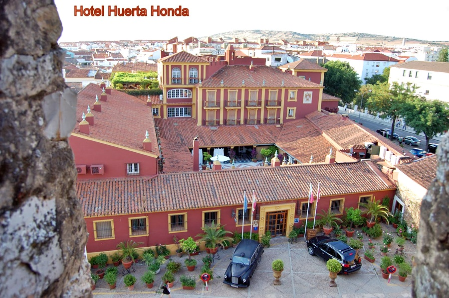 cazare la Domus Selecta Huerta Honda