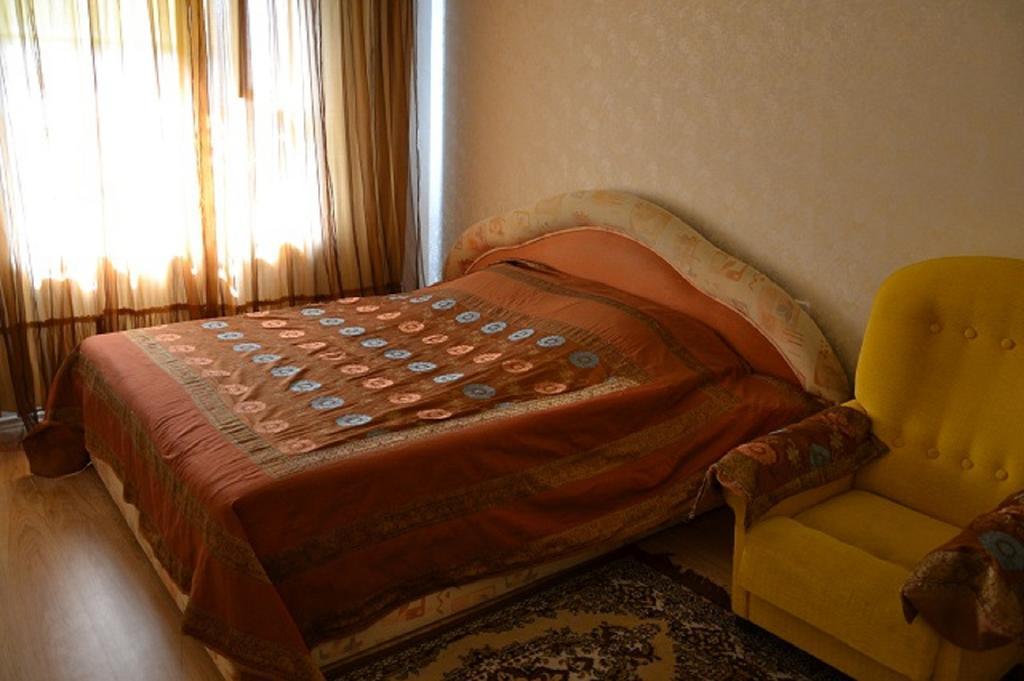 cazare la Apartments On Orlovskaya