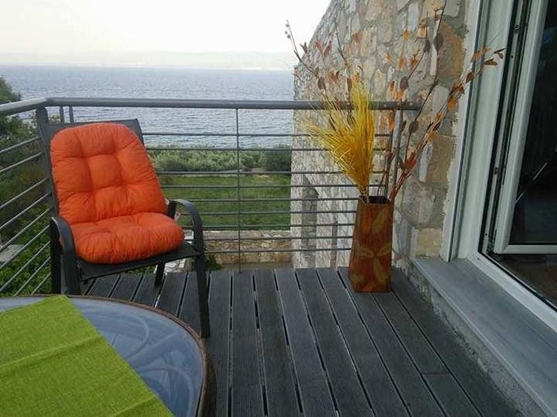 cazare la 3 Bedroom Villa  In Lamia  Re0907
