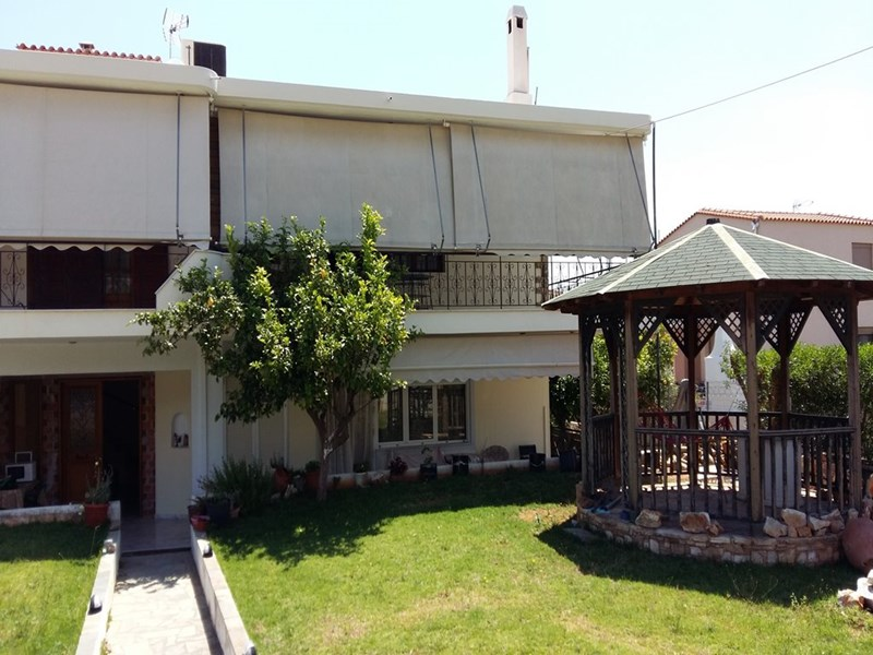 cazare la 3 Bedroom Flat  In Peania  Re0986