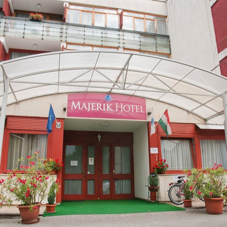 cazare la Majerik Hotel