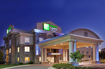 cazare la Holiday Inn Express & Suites E