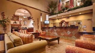 cazare la Best Western Plus Executive Suites