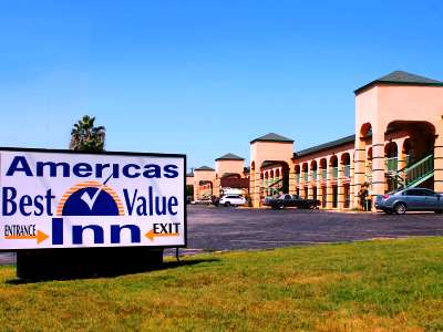 cazare la Americas Best Value Inn At And T Center