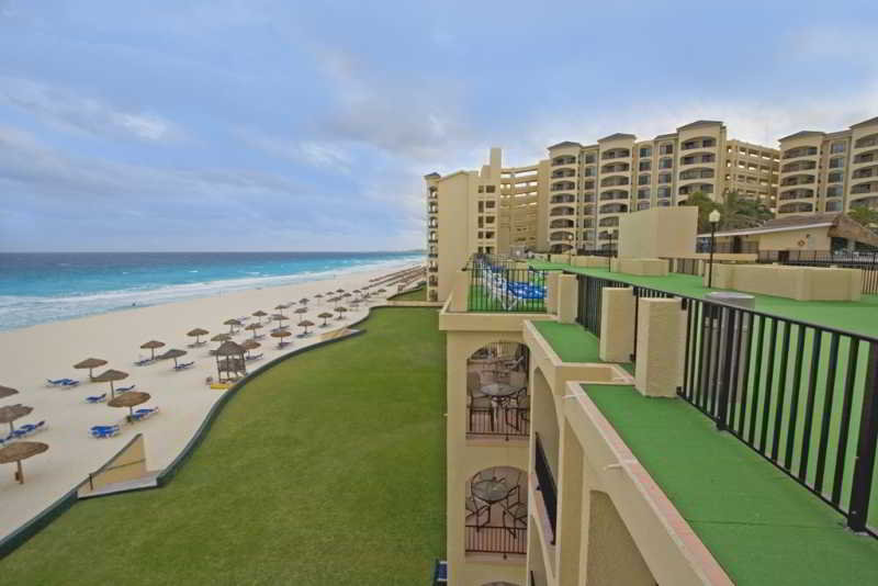 cazare la The Royal Caribbean - An All Suites Resort