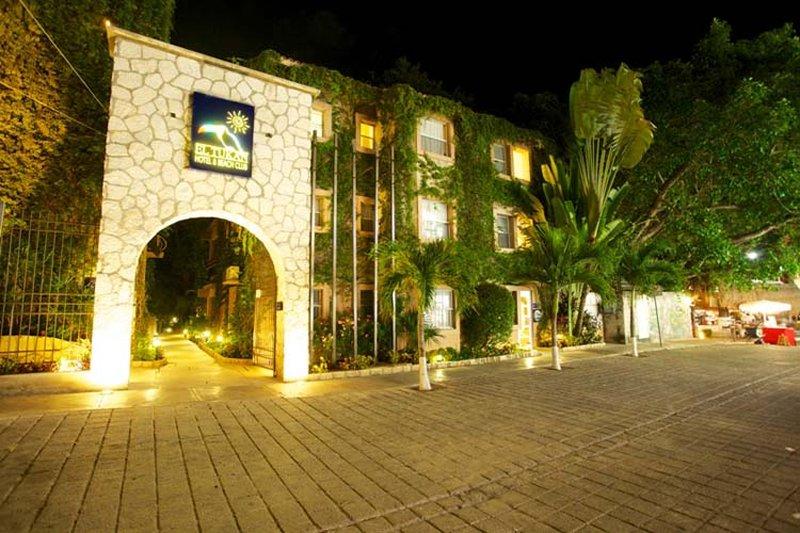 cazare la Hotel Tukan And Beach Club