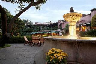 cazare la Las Mañanitas Hotel Garden & Restaurant