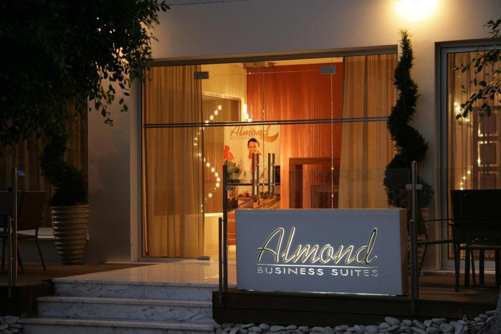 cazare la Almond Business Suites