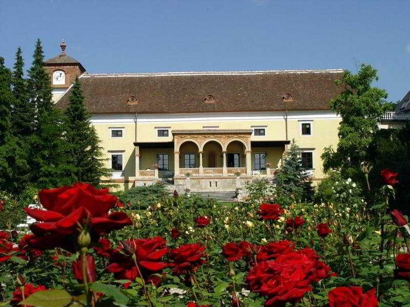 cazare la Schloss Weikersdorf (37 Km From Vienna)