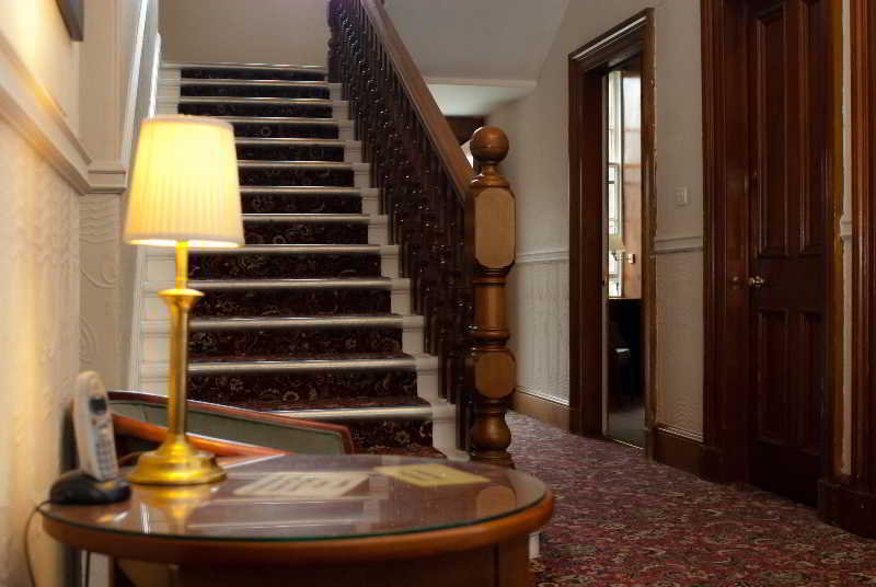 cazare la Edinburgh House