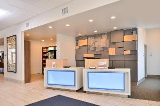 cazare la Holiday Inn Express And Suites Farmington Hills De